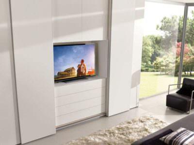 Шкаф-купе в гостиную с нишей под телевизор